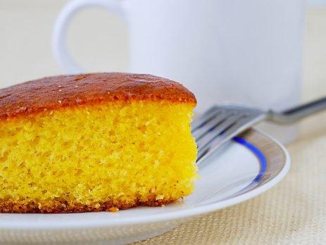 Aproveite o clima de festa junina e invista em um bolo de mandioca com coco, fresquinho e delicioso