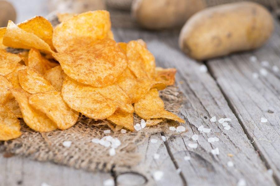 A tradicional batata chips pode ser feita com menos óleo