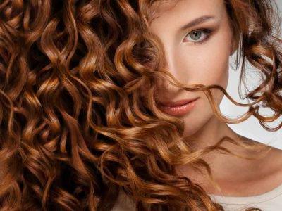 Você sempre sonhou em ter um cabelo cacheado, com volume e cachos incríveis e definidos? Pois saiba que com alguns modeladores de cachos é possível