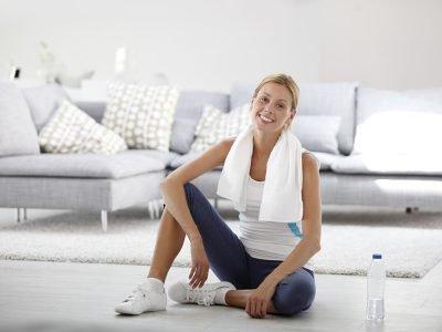 Quer aprender a fazer exercícios sem sair de casa? É simples, barato e pode ser tão eficiente quanto a academia. Confira aqui no Simplifica!