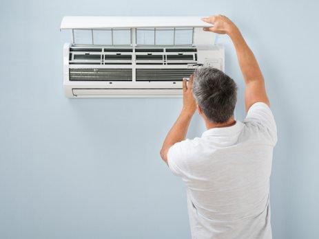 Entenda a importância de realizar a limpeza de seu ar-condicionado e aprenda como a fazer com as dicas do Simplifica.