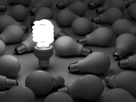 Entenda os tipos de lampada e como elas podem influenciar na economia de energia elétrica na sua casa. Confira nossas dicas aqui no Simplifica!