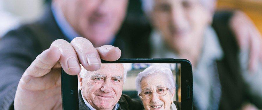 Aprenda a configurar seu celular Android para idosos, facilitando suas vidas. Vem que a gente Simplifica!