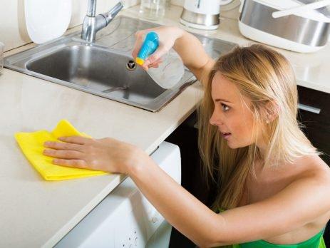 Saber como limpar a casa com produtos naturais é mais fácil do que parece.Confira dicas que vão te ajudar a deixar tudo limpo e ainda cuidar do planeta