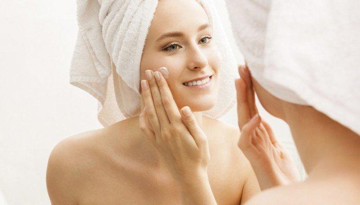 Você sabia que dá para manter uma rotina de cuidados com a pele utilizando apenas produtos naturais? Confira nossas dicas e aproveite para se cuidar