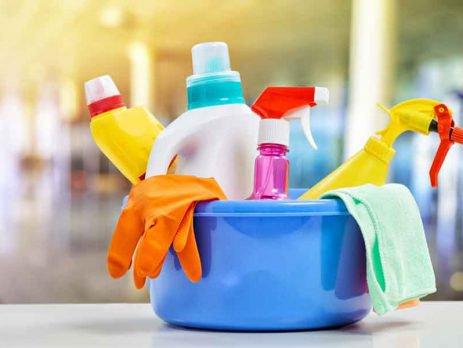 Uma boa rotina de limpeza diária te ajuda a otimizar seu tempo para as tarefas mais pesadas, como organizar a casa e fazer a faxina semanal.