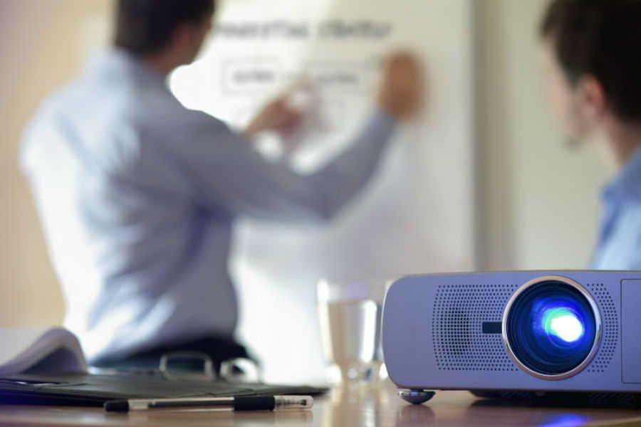 como-escolher-o-melhor-projetor-para-o-seu-negocio-tipos (2)