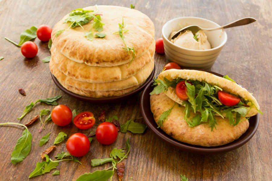 Quer provar um lanche natural diferente e cheio de sabor? Então confira esta receita deliciosa de sanduíche Árabe e aproveite!