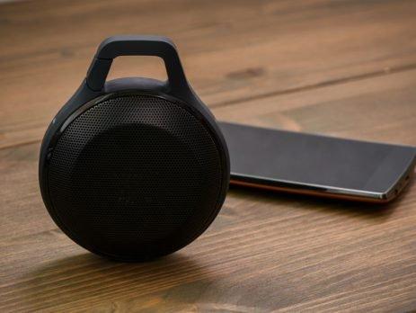 Já ouviu falar ou sabe o que é speaker? Não? Então confira aqui no Simplifica! toda a funcionalidade desta caixa de som incrível. Vem ver :)