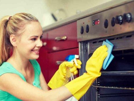 Para uma rotina de limpeza perfeita, que tal aprender como limpar fogão corretamente? Confira o passo a passo aqui, no Simplifica!