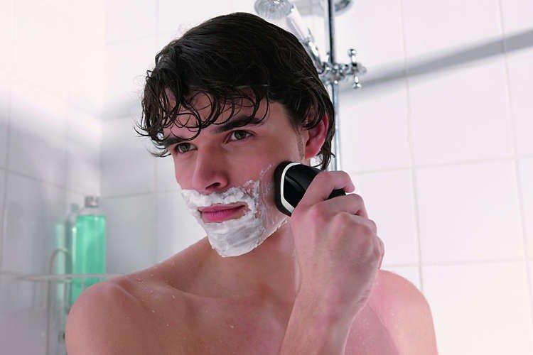 barbeadores eletricos - barba no banho
